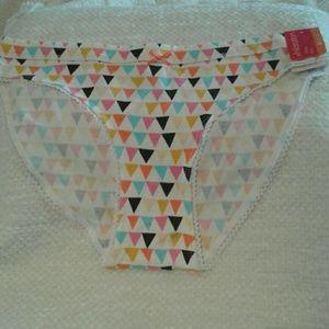 (FREE W/a $10+ purchase!!)NWT Pennant print Bikini